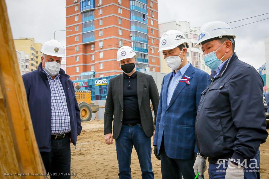 Айсен Николаев: Несмотря на пандемию, строительство объектов в Якутске идет по графику