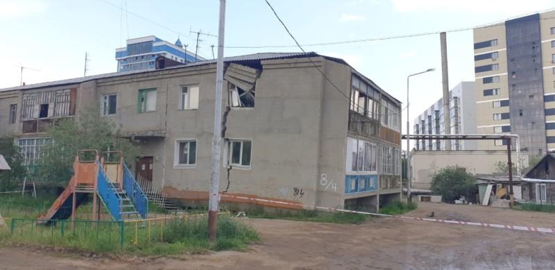 Жильцам треснувшего дома в Якутске предоставят маневренный фонд