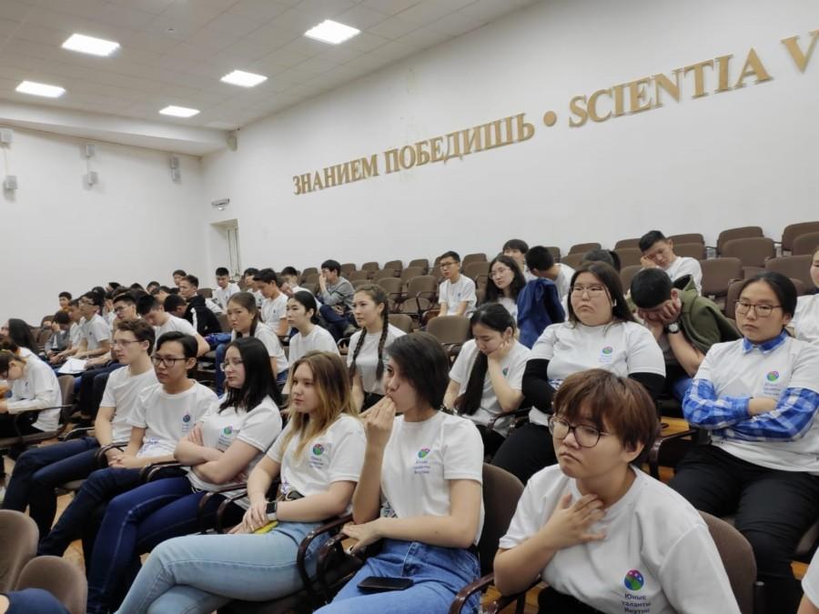 АЛРОСА и Фонд будущих поколений поддерживают одаренных детей Якутии