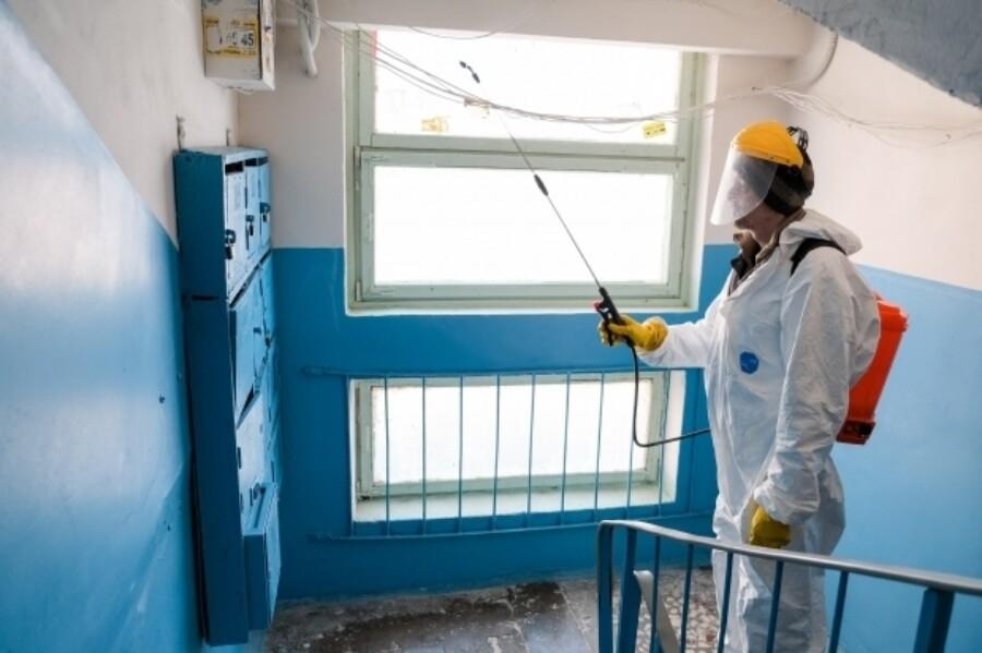 В Якутске продолжается заключительная дезинфекция в домах, где выявлены больные COVID-19
