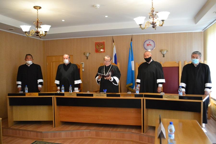 Конституционный суд Якутии: Положения закона о ветеранах труда не противоречат Основному закону