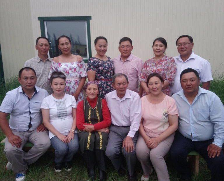 """Спортивные и успешные. Деллоховы-Уйгуровы вошли в """"Золотую книгу семей Якутии"""""""