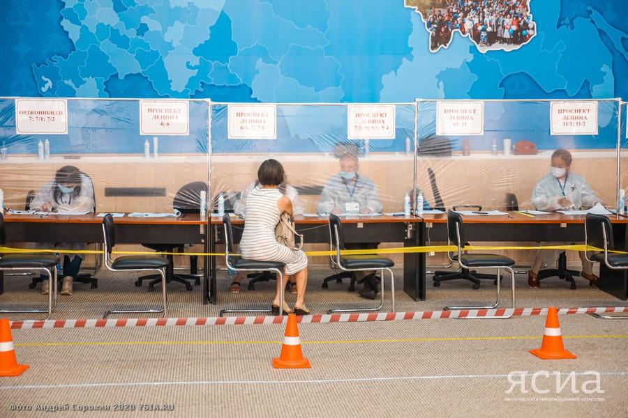 ФОТОРЕПОРТАЖ: Основной день голосования по поправкам в Конституцию в Якутске