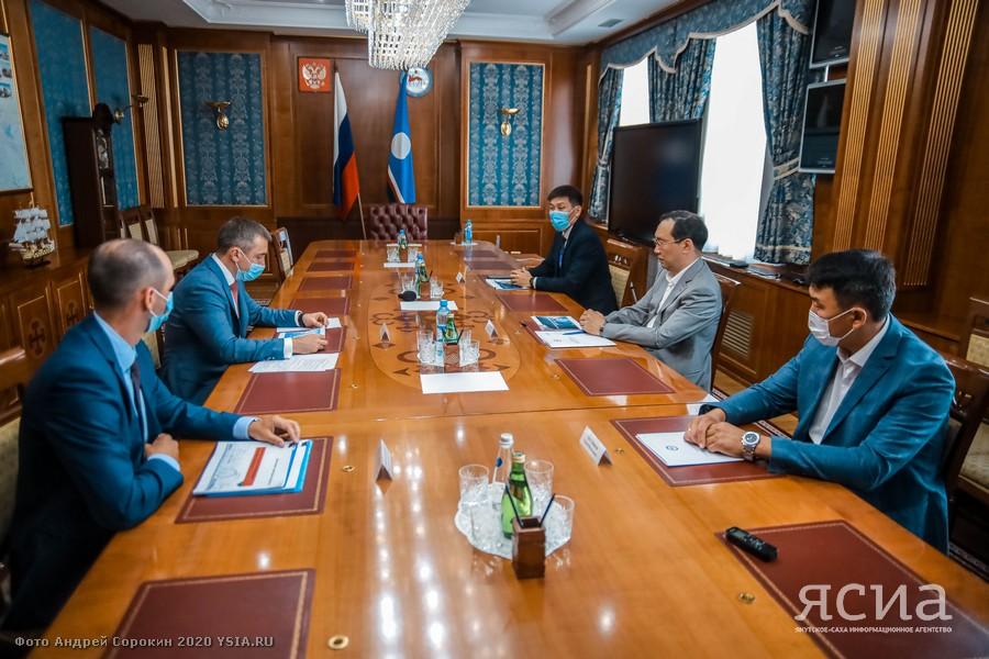 Глава Якутии и вице-президент «Ростелекома» обсудили вопросы строительства ВОЛС