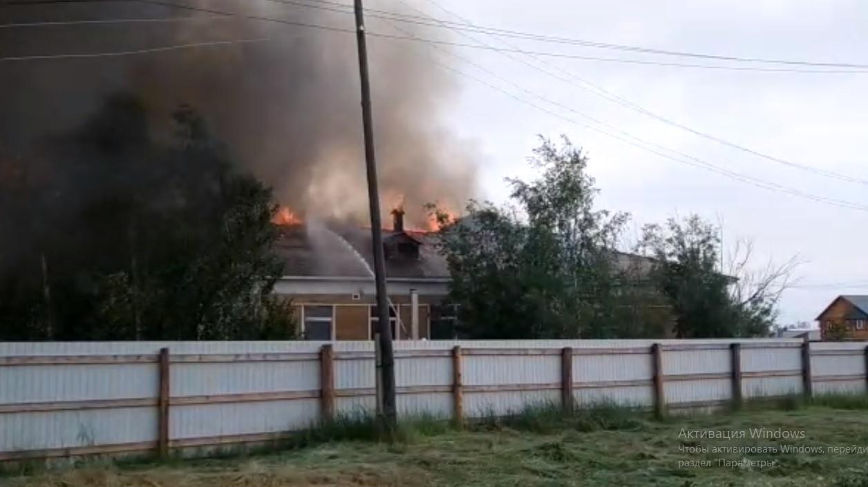 В неэксплуатируемом здании спортивной школы в Мегино-Кангаласском улусе произошел пожар