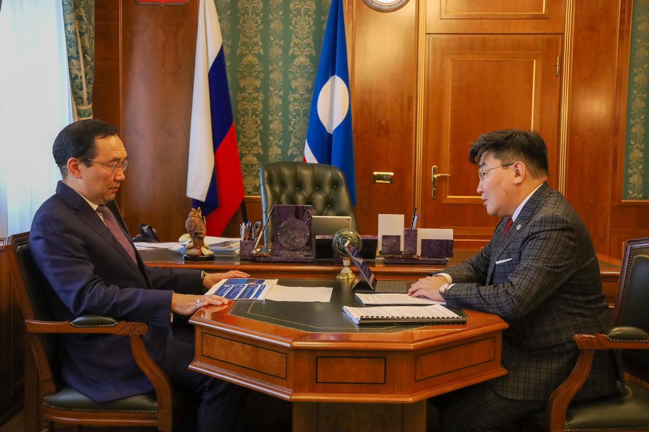 Айсен Николаев обсудил вопросы развития Алмазэргиэнбанка с Николаем Долгуновым