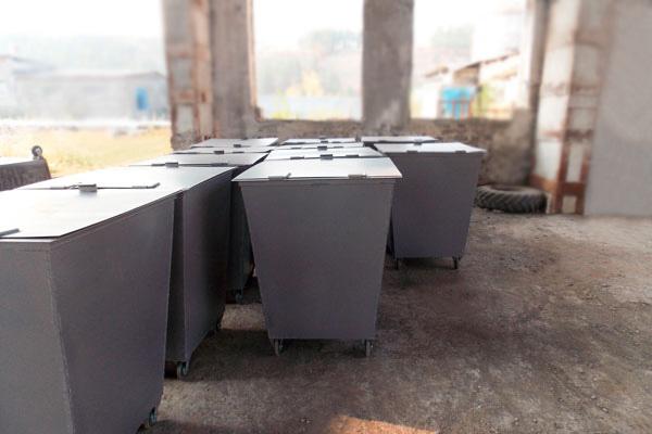 В Якутии осужденные производят мусорные контейнеры