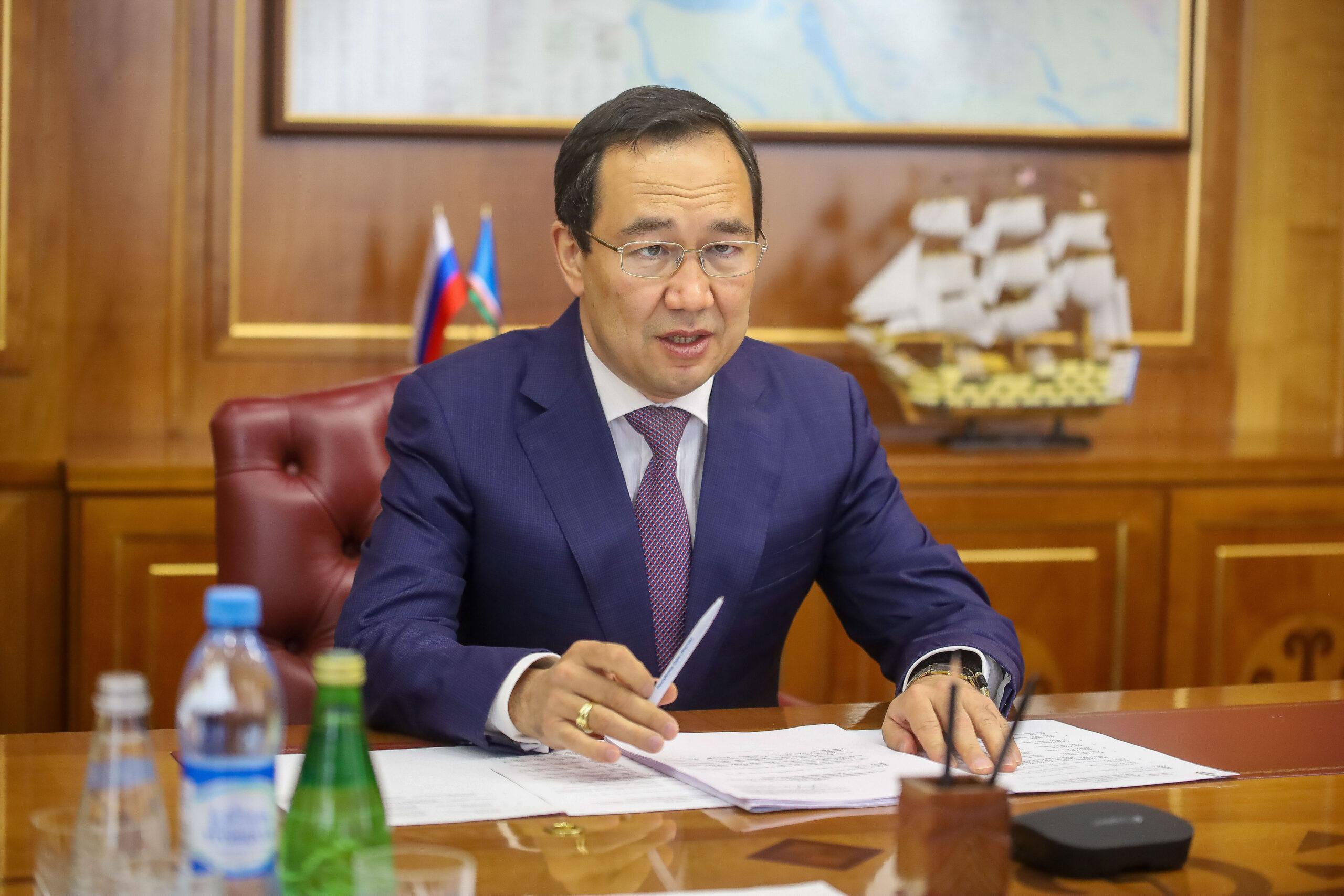 """Глава Якутии подверг критике исполнение мероприятий по региональному проекту """"Чистая страна"""""""