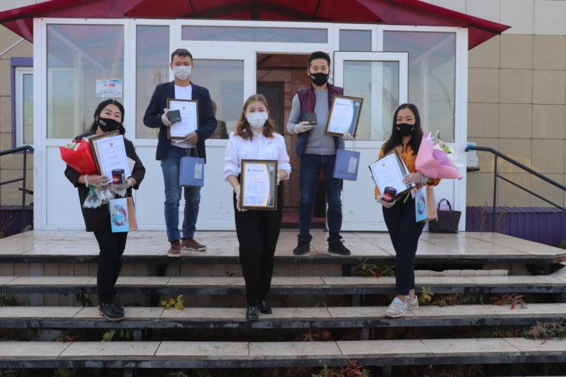 Волонтеры Мегино-Кангаласского улуса получили памятные сувениры от компании «Саханефтегазсбыт»