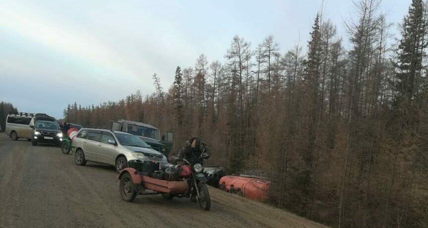 Бензовоз съехал в кювет в Сунтарском районе Якутии
