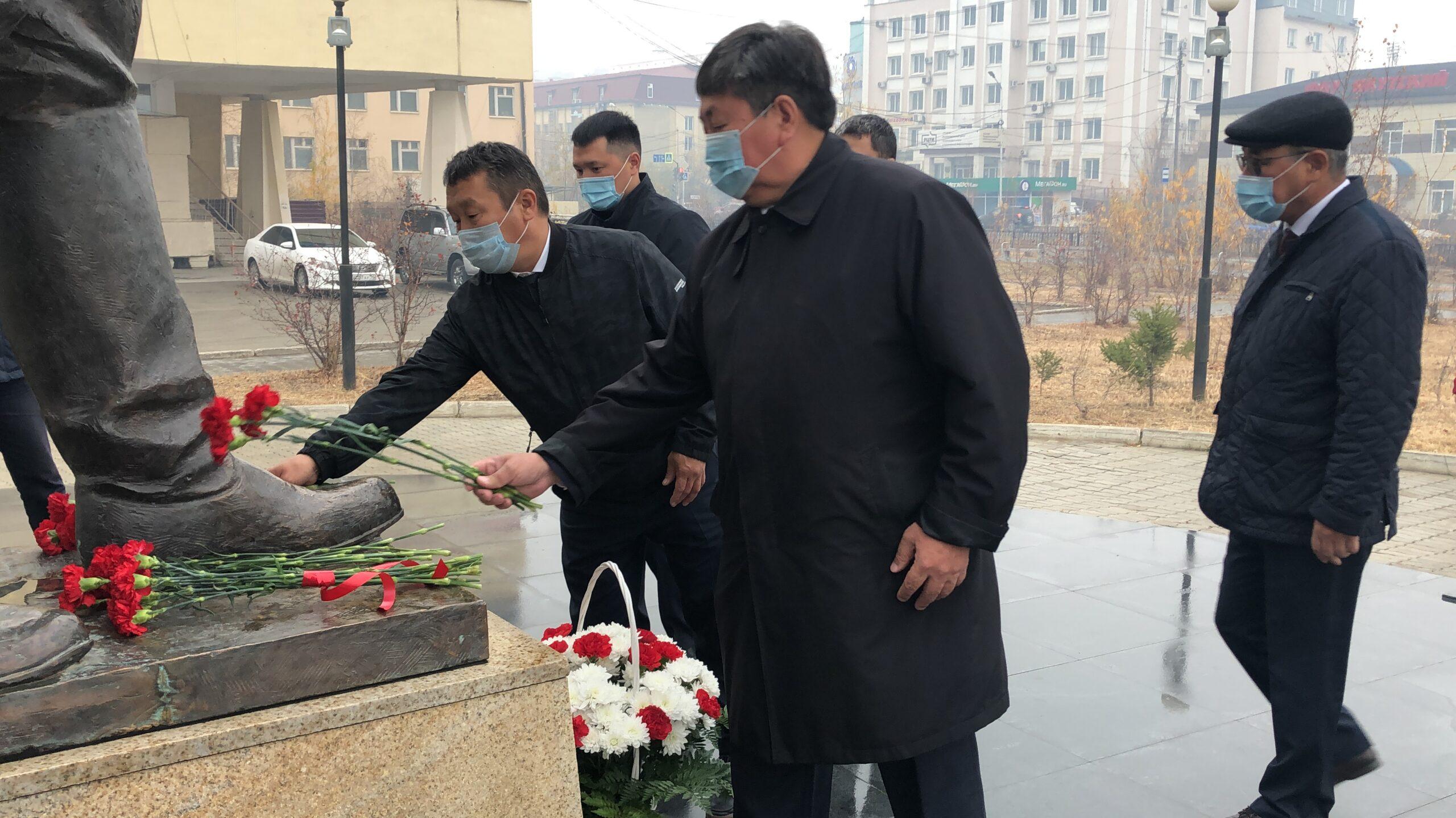 Память государственного деятеля Исидора Барахова почтили в Якутске