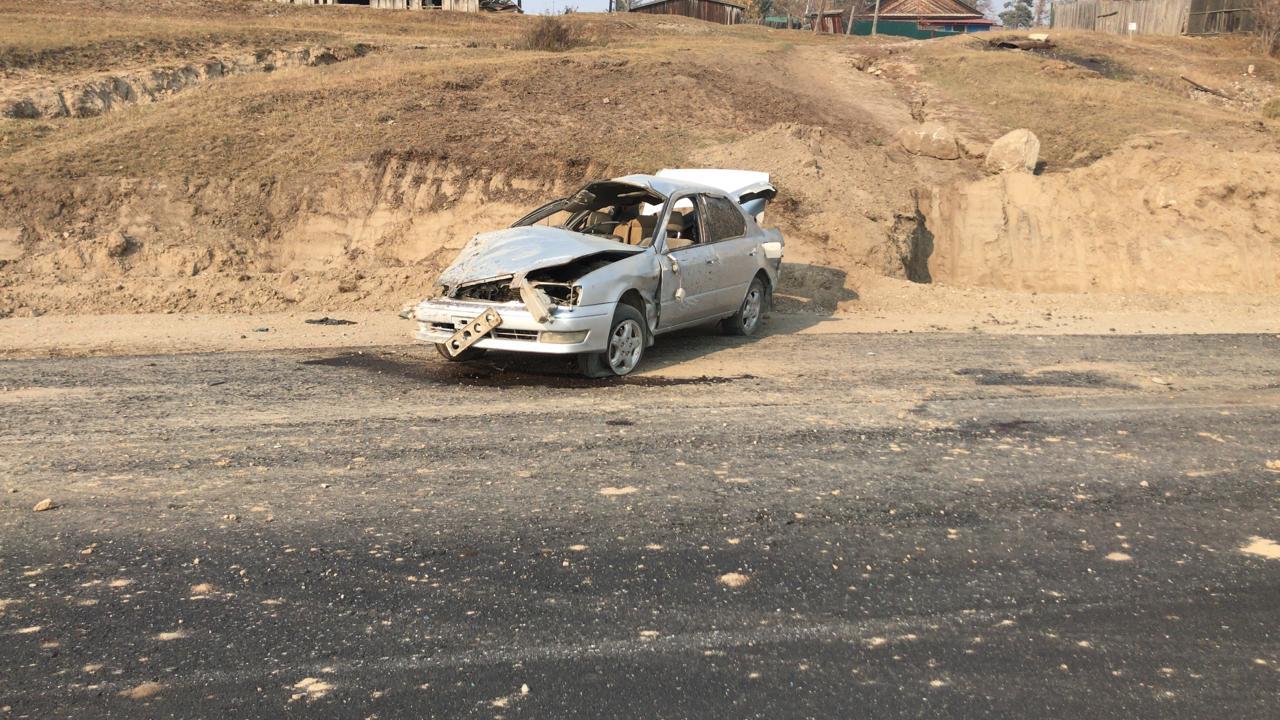 При опрокидывании автомобиля в Хангаласском районе Якутии пострадали двое