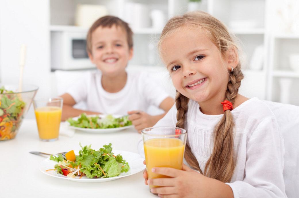 Айсен Николаев поручил обеспечить качественным школьным питанием всех детей из малоимущих семей