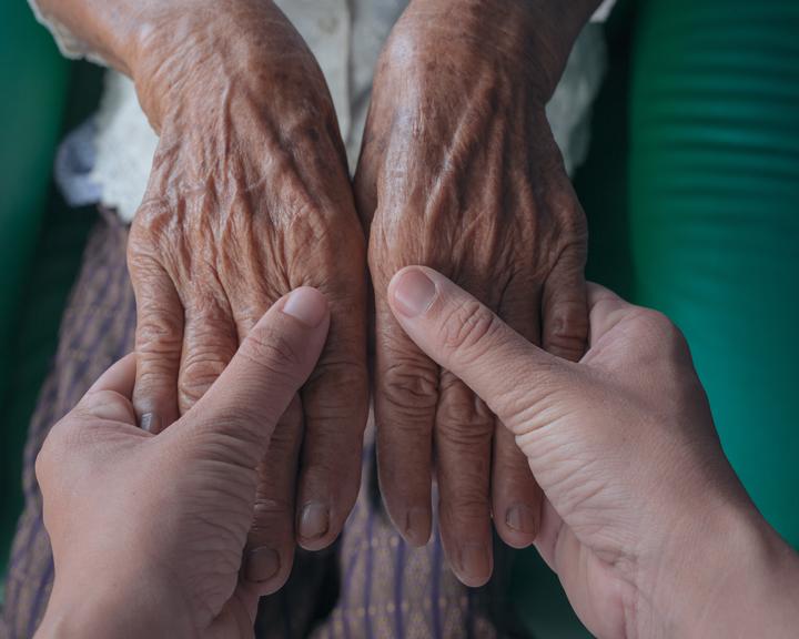 Глава Якутии подписал указ о максимальной «удалёнке» и самоизоляции граждан старше 65 лет