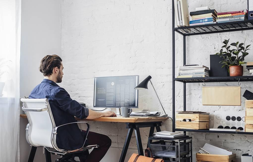 Более 40% респондентов считают, что компании должны доплачивать за работу из дома