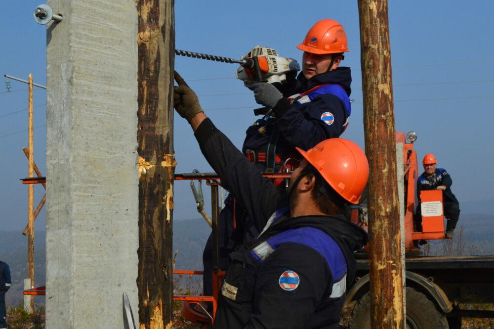 Энергетики ДРСК завершаютплановыйкапитальный ремонтвысоковольтныхсетейв Южной Якутии