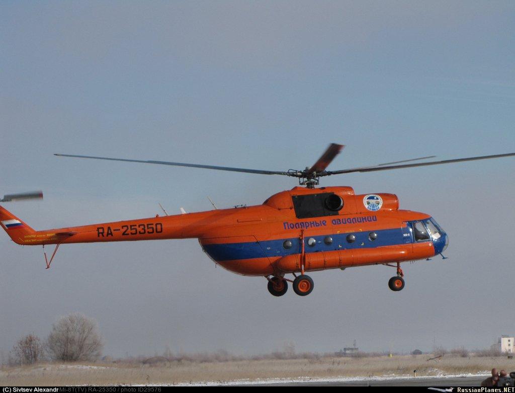 """""""Полярные авиалинии"""" вывезли пассажиров и экипаж вертолета, совершившего жесткую посадку, в Среднеколымск"""