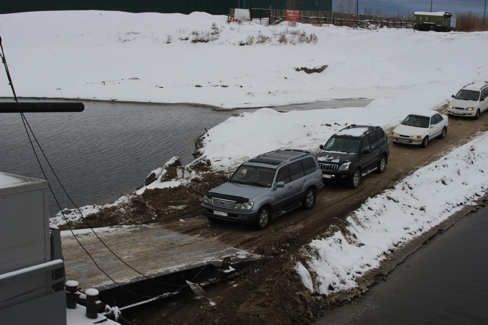 Репортаж ЯСИА: Внезапное спокойствие на паромной переправе Якутск – Нижний Бестях