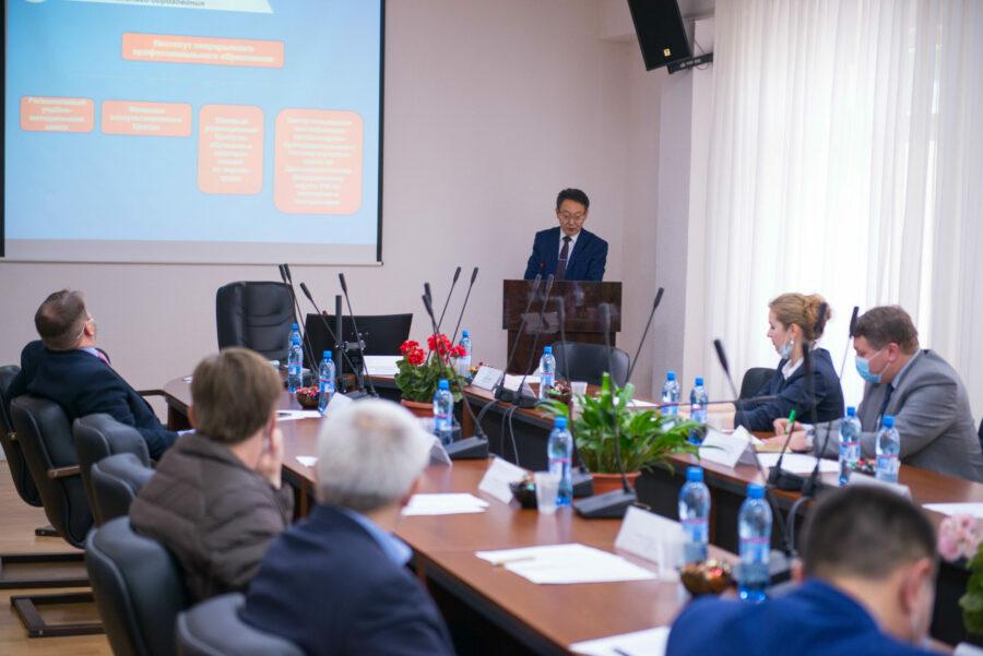 В АГАТУ прошел круглый стол сучастиемделегациииз Санкт-Петербурга