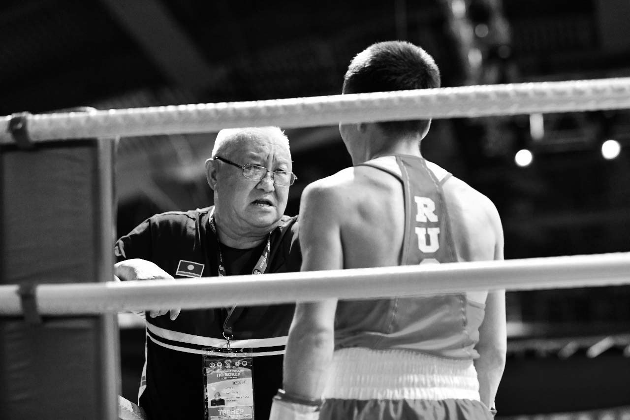 В Якутии ушел из жизни легендарный тренер по боксу Артур Пахомов