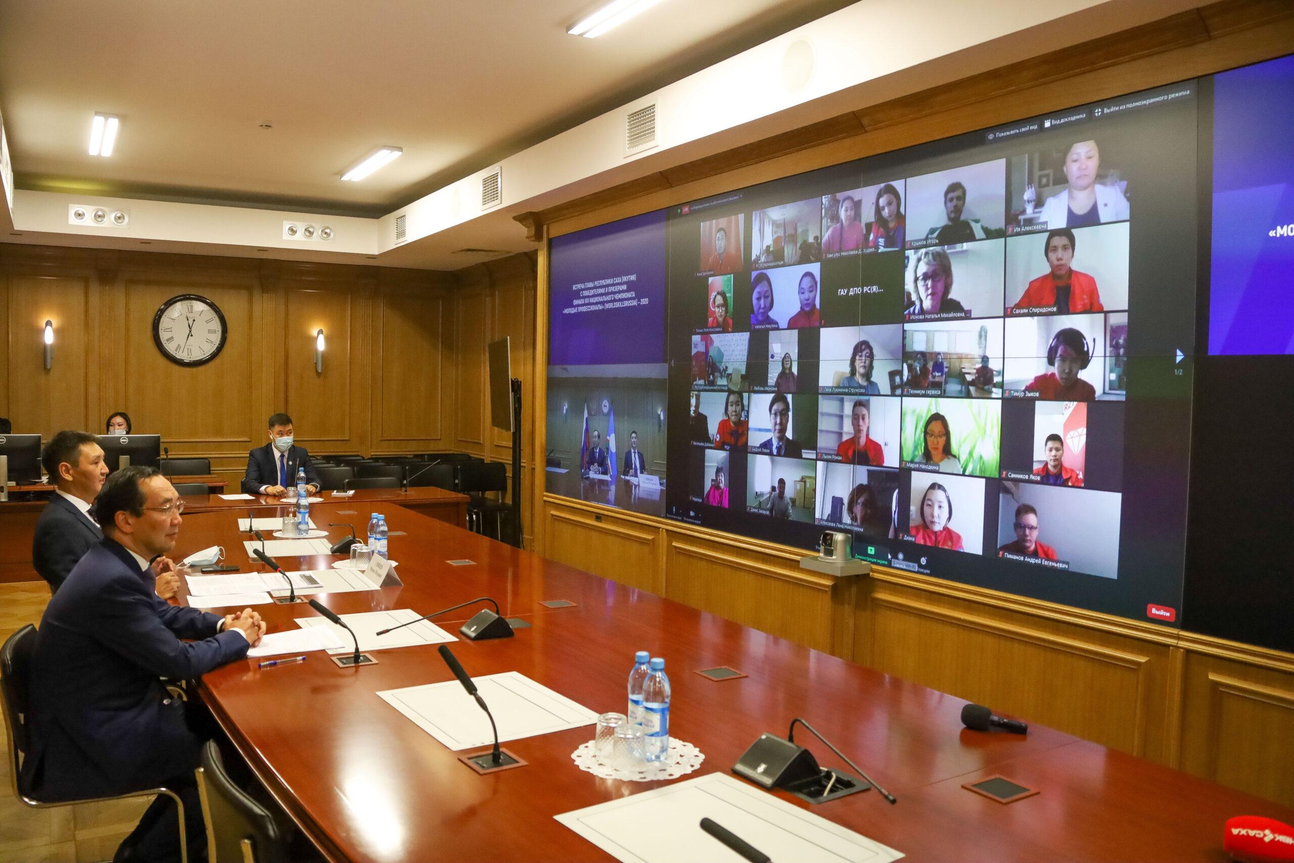 Айсен Николаев поздравил молодых профессионалов с победой