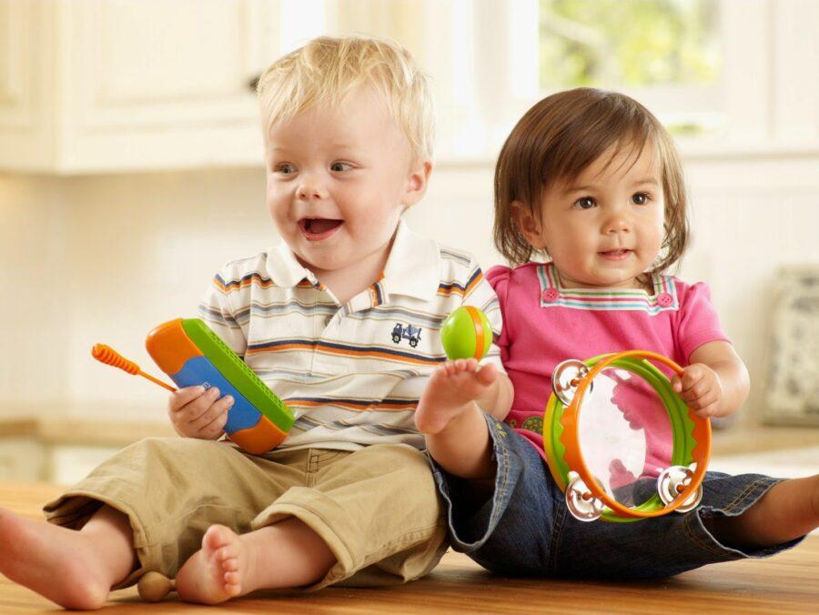 Путин подписал закон о продлении начисления выплат на детей до 1 марта 2021 года