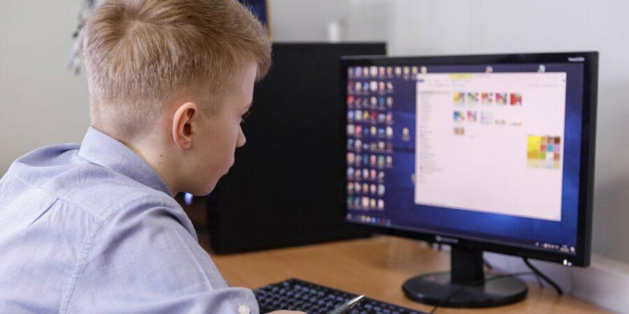 В школе №3 Якутска онлайн-обучение ведется на собственной платформе