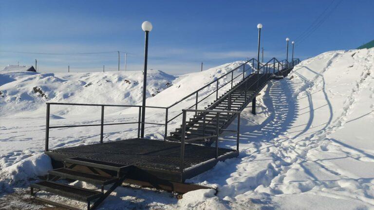 лестница зимой