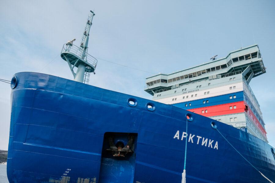 На самом мощном в мире атомоходе «Арктика» поднят российский флаг