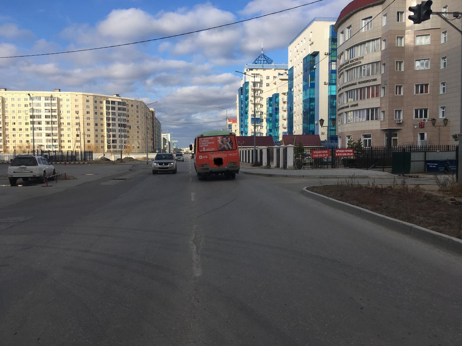 В Якутске водитель автобуса на ходу высадил пассажиров и травмировал ребенка