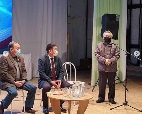 """Создатели фильма """"Тыгын Дархан"""" встретились с общественностью Хангаласского улуса"""