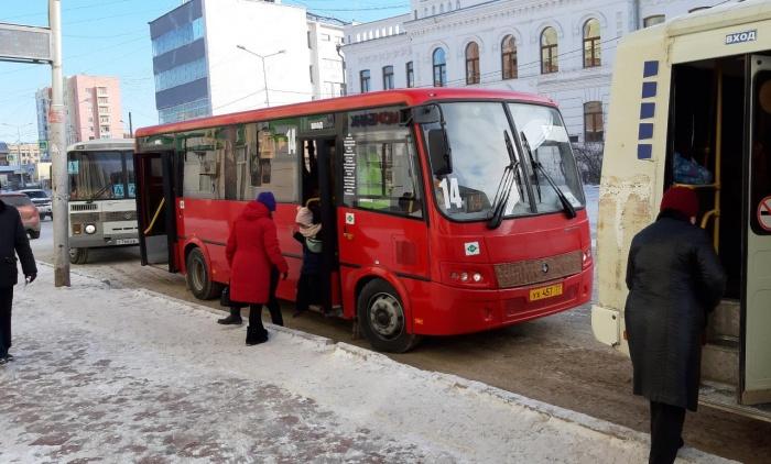 В Якутске проверили маршрутные автобусы на соблюдение пассажирами масочного режима