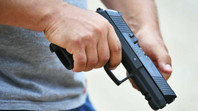 В Мирном охранник поссорился с сожительницей и расстрелял автомобиль ее бывшего мужа