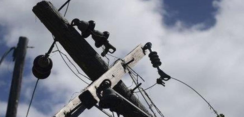 """Восемь опор электропередач """"уронили"""" непрофессиональные работники в Якутии"""