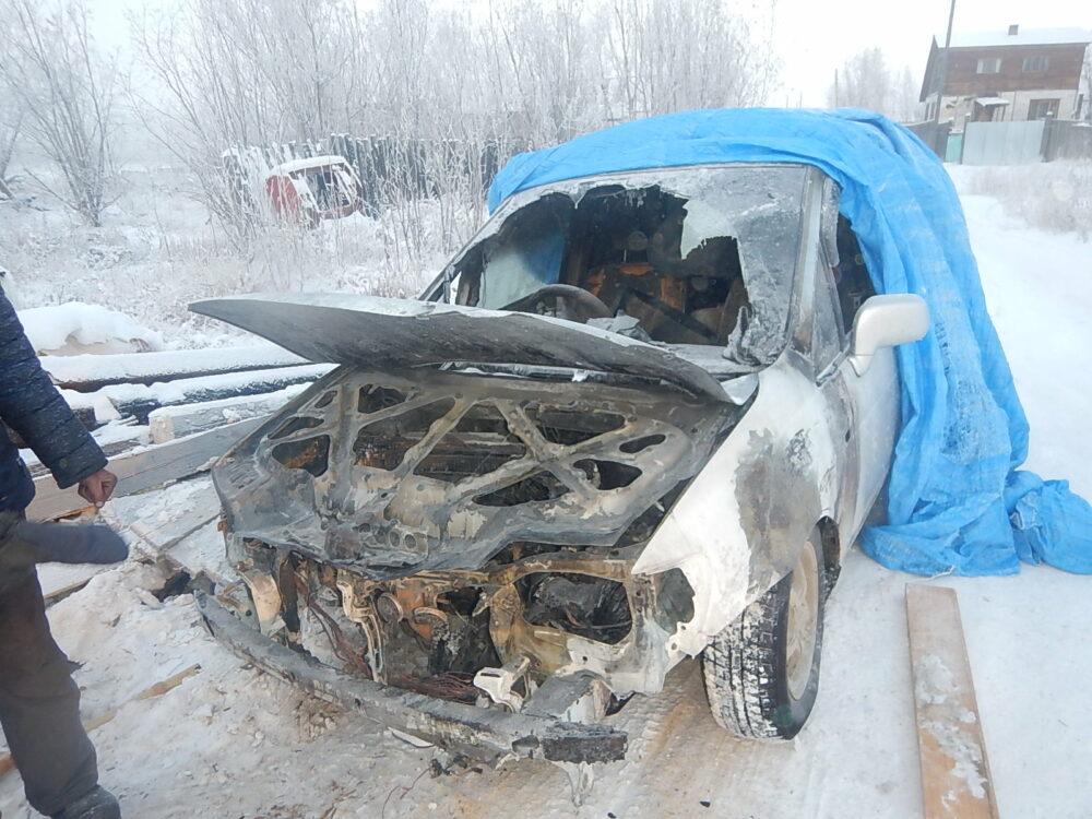 Специалисты МЧС рекомендуют утеплять не мотор, а внутреннюю сторону крышки капота, чтобы избежать пожара