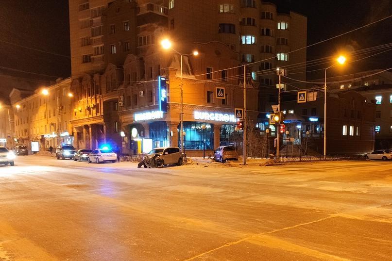 В ДТП в центре Якутска пострадали два человека