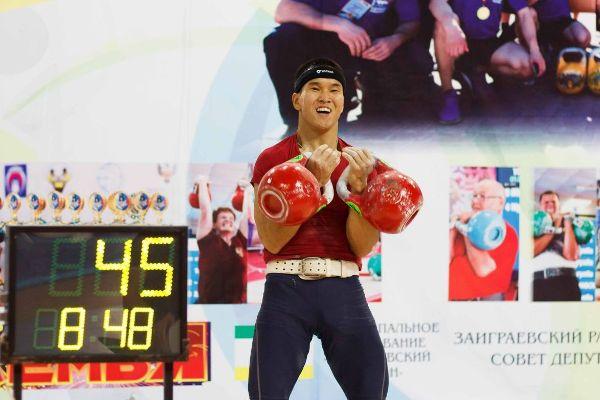 Якутянин Владимир Оленов завоевал бронзовую медаль чемпионата мира по гиревому спорту