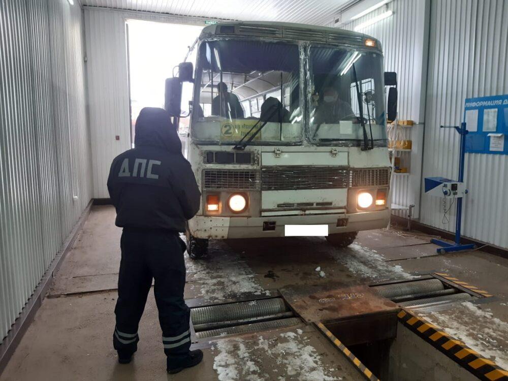 В Якутии автоинспекторы выявили автобусы с неисправностями, на которых перевозили пассажиров