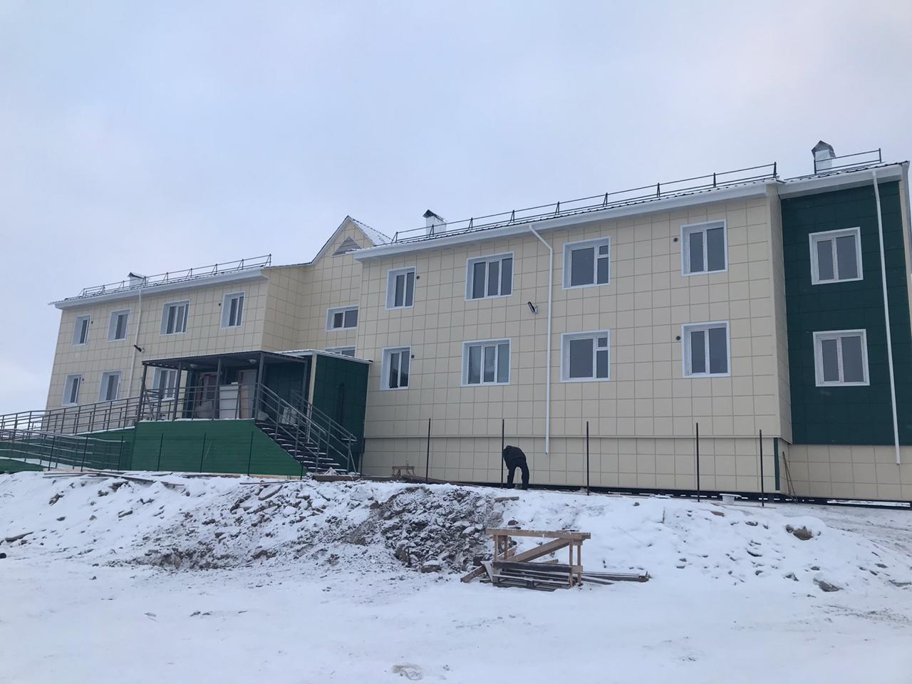 Поликлиника в поселке Батагай и жилой дом в селе Оленек получили заключение о соответствии