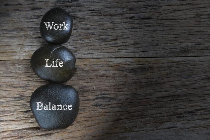 Сложнее всего выстроить баланс работы и личной жизни программистам, руководителям и врачам