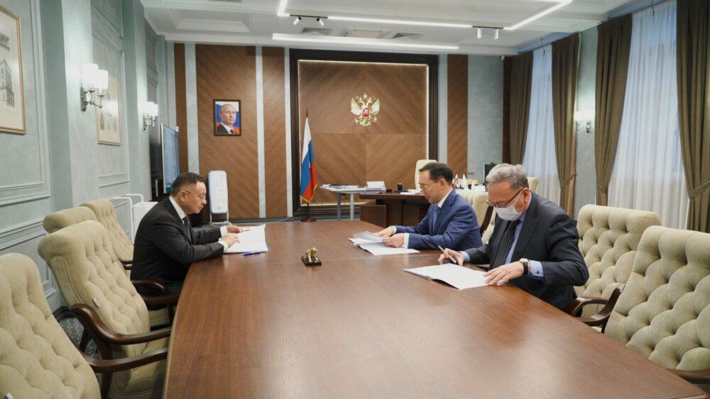 Глава Якутии обсудил с руководителем Минстроя России вопросы повышения эффективности строительного комплекса и ЖКХ региона
