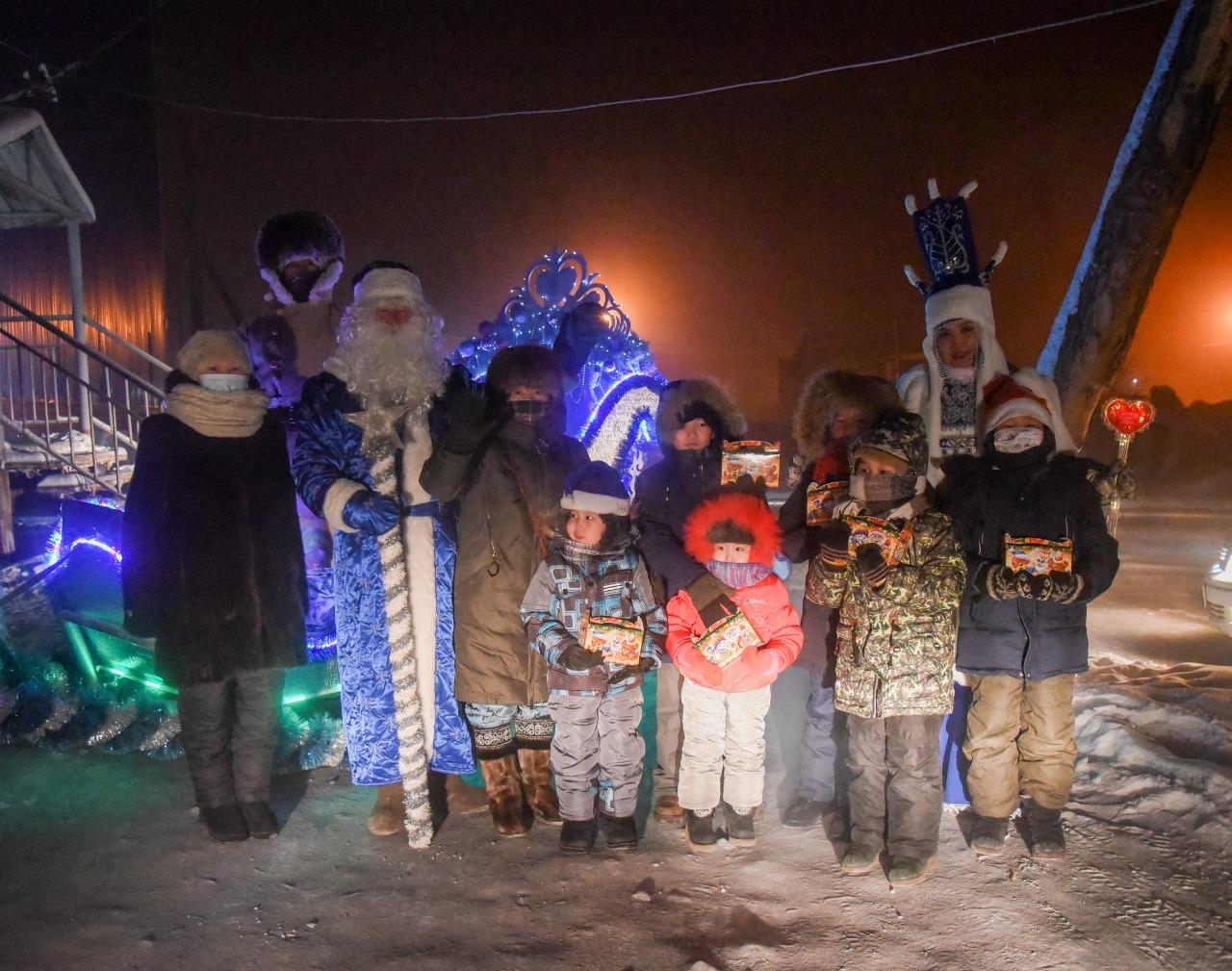 В Таттинском улусе более тысячи детей получили новогодние подарки