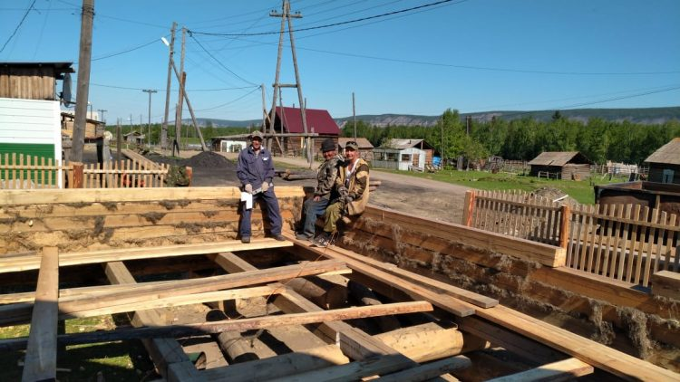 Айсен Николаев оценил реализацию проекта «Родные города и села»в районах Якутии