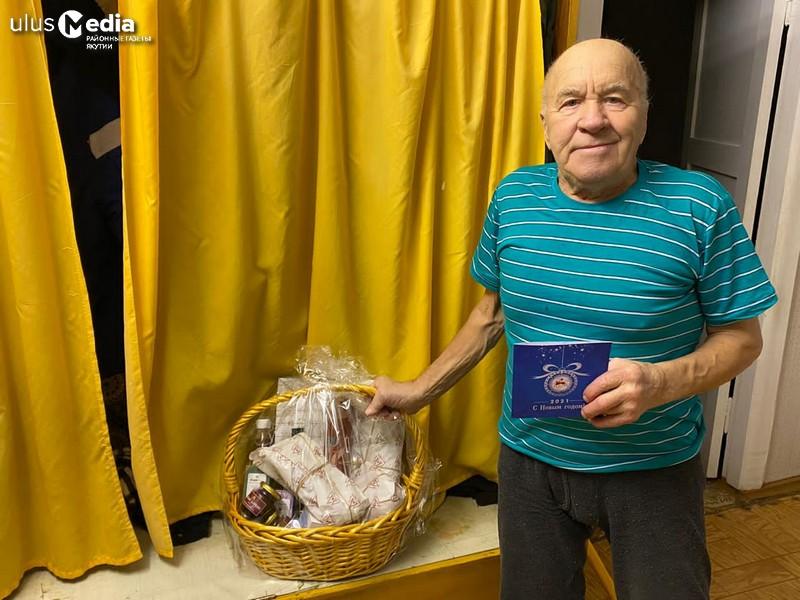 В поселке Сангар жителю блокадного Ленинграда вручили подарок от главы Якутии
