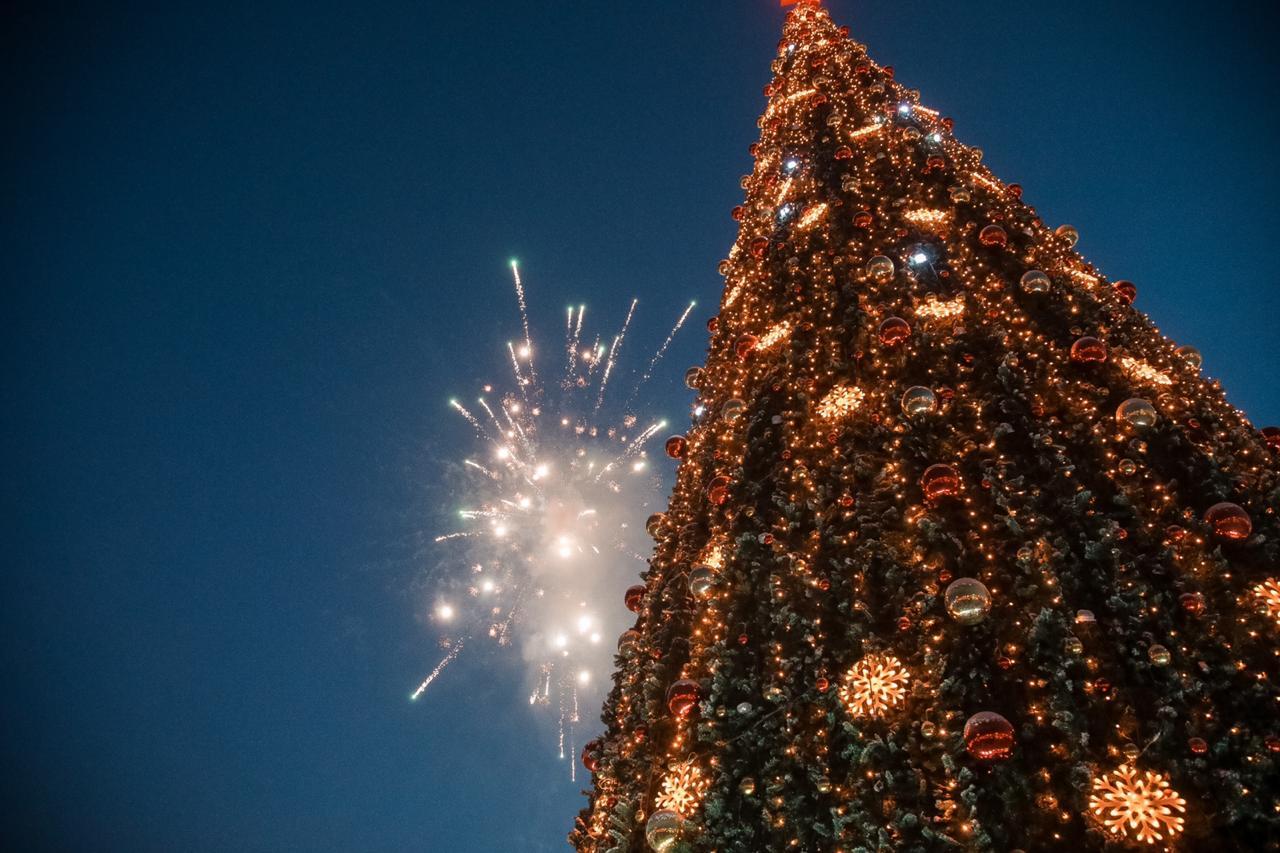 В Якутске зажглась главная новогодняя ёлка республики