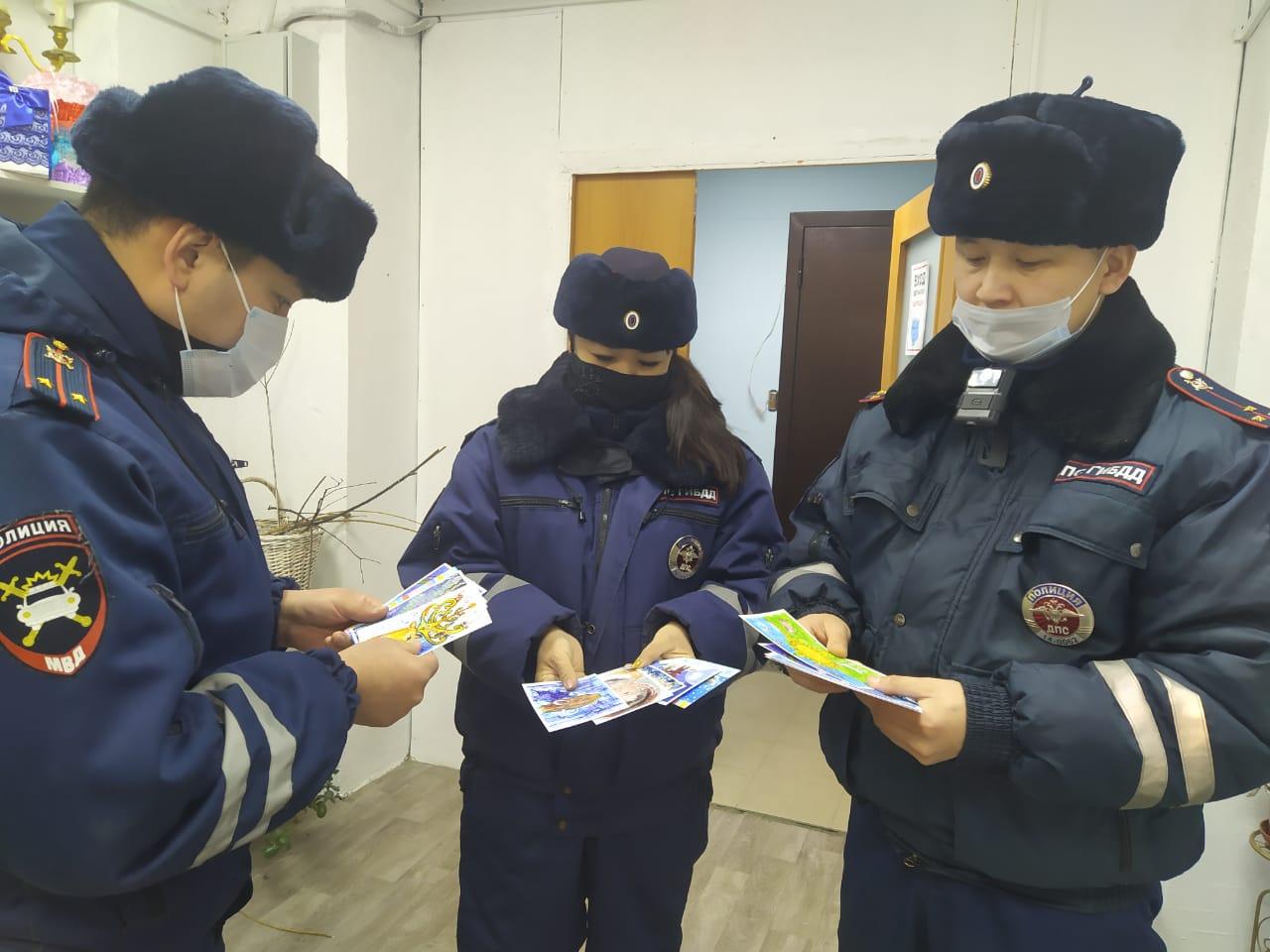 В Якутске сотрудники Госавтоинспекции приняли участие в проекте «Открытка добра»