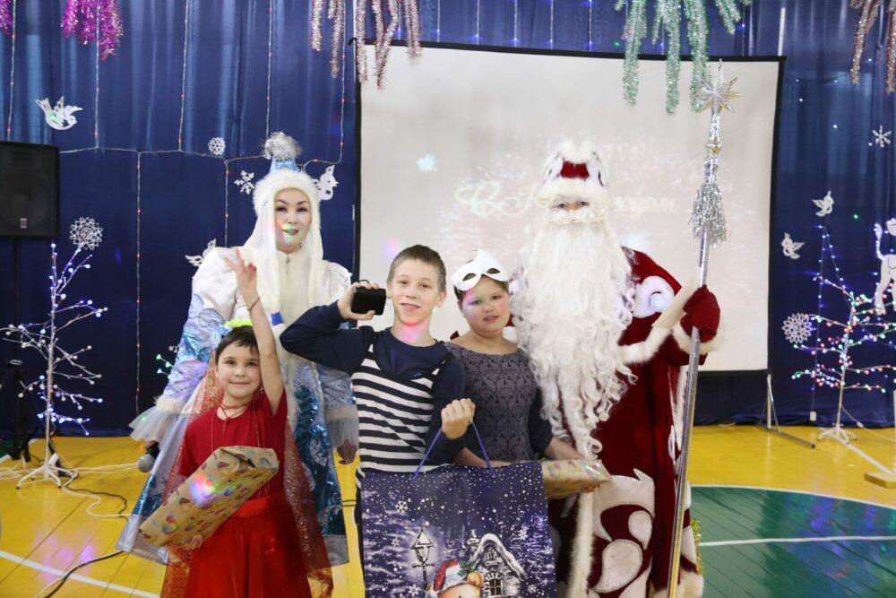 Более 100 «умных» подарков передали детям из коррекционной школы Якутска