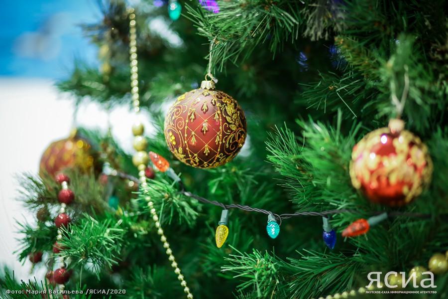 Врач скорой помощи Саргылана Алексеева поздравляет якутян с Новым годом