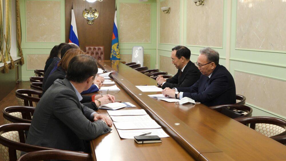 Айсен Николаев обсудил развитие авиационной отрасли Якутии с руководителем Росавиации