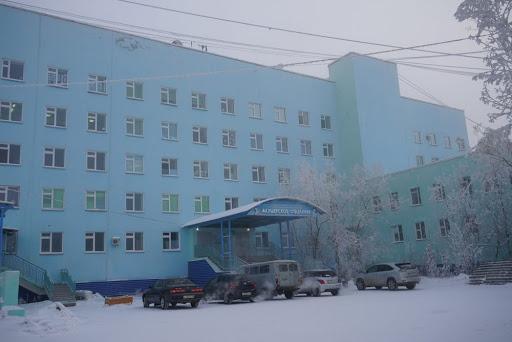 Два жителя Якутска чуть не погибли в центре города, отравившись выхлопными газами